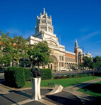 English Culture「England, London, gardens outside Victoria and Albert Museum」:スマホ壁紙(13)