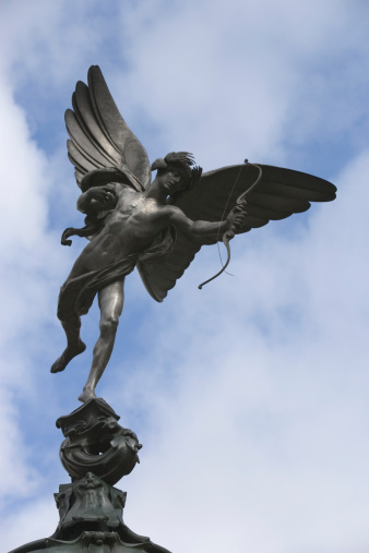 キューピット「England, London, Piccadilly Circus, Eros Statue, low angle view」:スマホ壁紙(5)