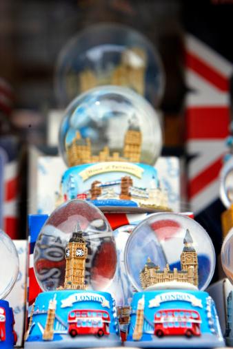 "Souvenir「""England, London, snow globes on display in tourist shop""」:スマホ壁紙(9)"