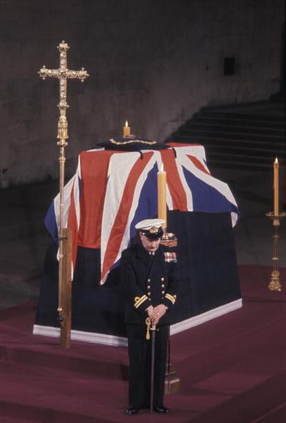 Guarding「Winston Churchill Lying in State, Westminster Hall」:写真・画像(15)[壁紙.com]