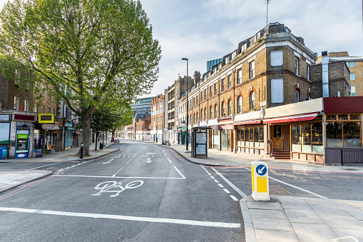 Crossroad「UK, England, London, Empty city street during COVID-19 pandemic」:スマホ壁紙(5)
