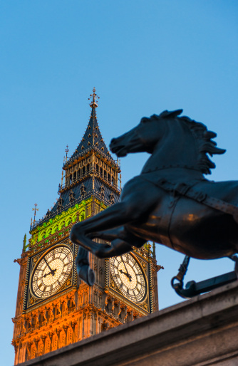 Politics「UK, England, London, Big Ben and Boadicea Statue at dusk」:スマホ壁紙(3)