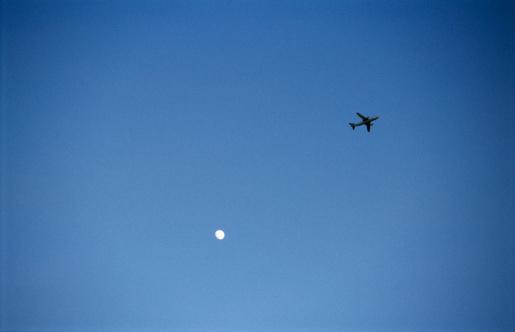Wandsworth「England, London, Battersea, aeroplane in flight, view from ground」:スマホ壁紙(16)