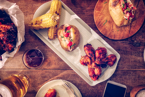 Baked Potato「Eating Spicy Chicken Wings with Baked Potato and Corn」:スマホ壁紙(2)