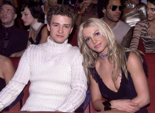 MTVビデオ・ミュージック・アワード「Justin Timberlake and Britney Spears at the 2000 MTV Music Video Awards」:写真・画像(6)[壁紙.com]
