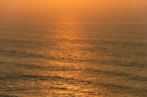波「Portugal, Algarve, Sagres, View of Atlantic ocean with waves at dusk」:スマホ壁紙(11)