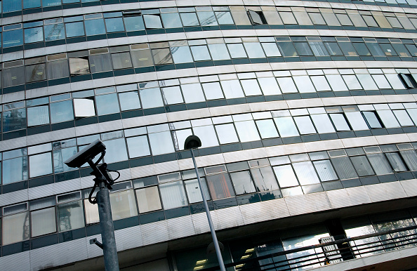 Protection「Office block in Manchester with CCTV camera」:写真・画像(15)[壁紙.com]