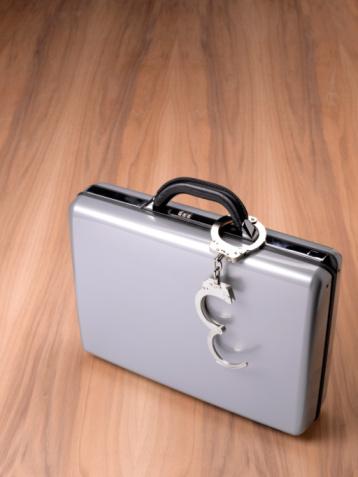 Briefcase「Brief case with hand cuffs」:スマホ壁紙(10)