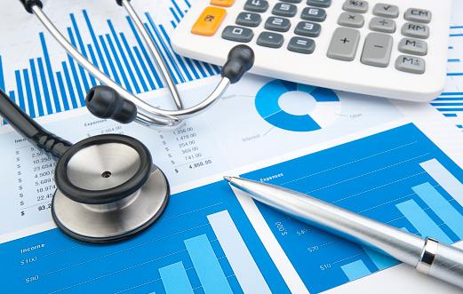 Budget「Stethoscope with financial statement, calculator, pen」:スマホ壁紙(0)