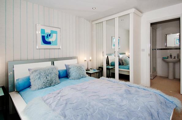 Home Decor「Luxury modern bedroom in new build house」:写真・画像(14)[壁紙.com]