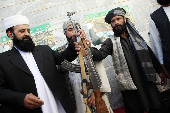 Surrendering「Taliban Fighters Surrender In Herat」:写真・画像(16)[壁紙.com]