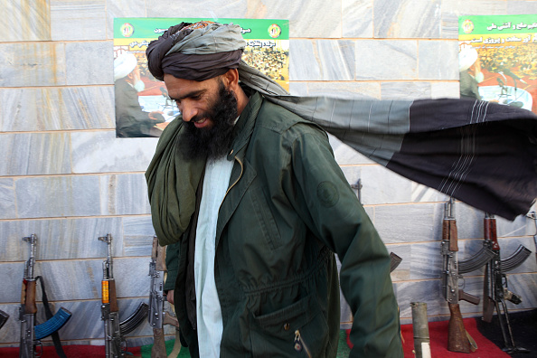 Surrendering「Taliban Fighters Surrender In Herat」:写真・画像(4)[壁紙.com]
