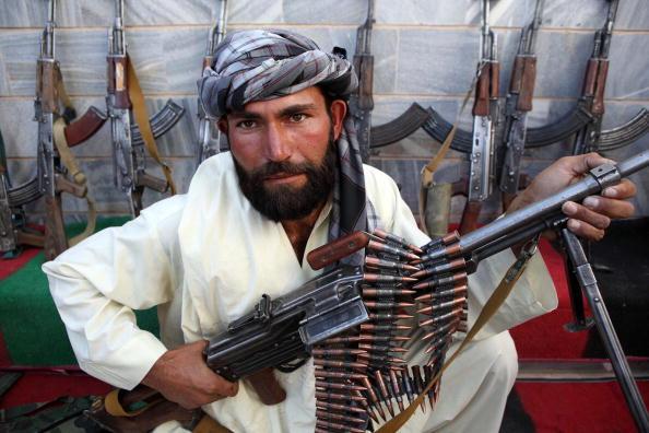 Surrendering「Taliban Fighters Surrender In Herat」:写真・画像(3)[壁紙.com]