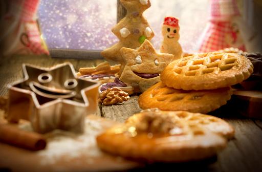 雪だるま「焼くクリスマスのクッキー」:スマホ壁紙(7)