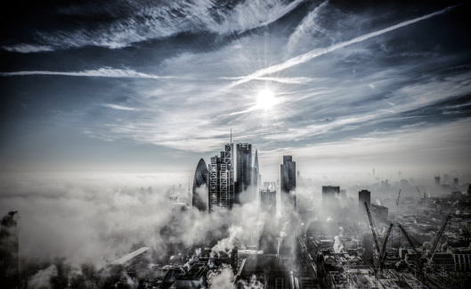 胸を打つ「London City kooking South in fog and sunshine」:スマホ壁紙(8)
