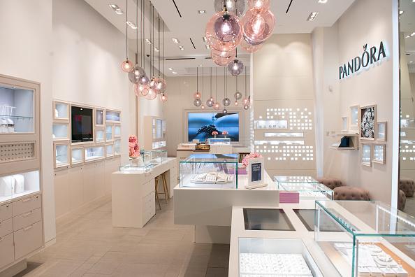 ジュエリー パンドラ「PANDORA Jewelry Grand Opening Event at Westfield World Trade Center」:写真・画像(0)[壁紙.com]