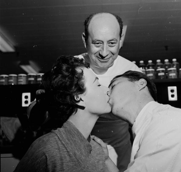 Durability「Voyeuristic Kiss」:写真・画像(0)[壁紙.com]
