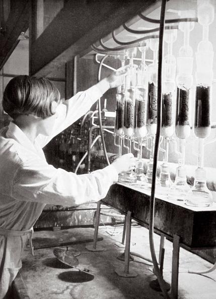 Females「Laboratory Research Work Germany 1936」:写真・画像(5)[壁紙.com]