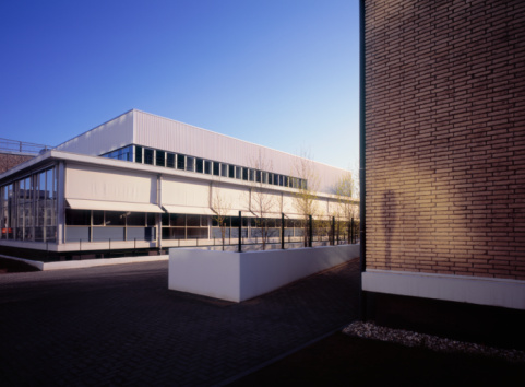 North Brabant「Laboratory building and wall catching morning sun」:スマホ壁紙(18)