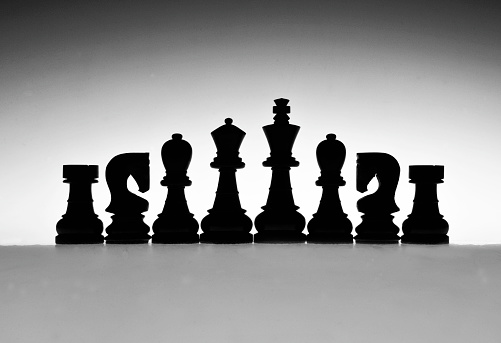 Isle of Man「Shilouetted Chess pieces, black & white, abstract design」:スマホ壁紙(9)