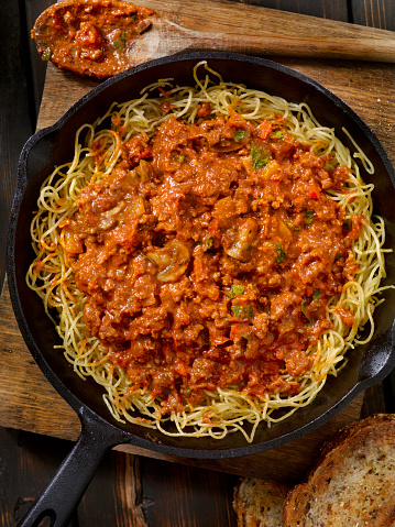 Skillet - Cooking Pan「Pan Fried Spaghetti Bolognese with Mushrooms and Roasted Peppers」:スマホ壁紙(11)