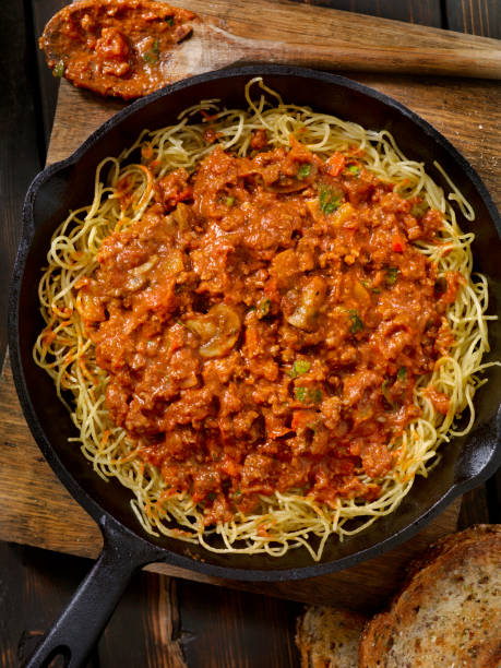 Pan Fried Spaghetti Bolognese with Mushrooms and Roasted Peppers:スマホ壁紙(壁紙.com)