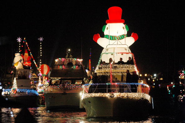 Nautical Vessel「Boats And Yachts Take Part In The Newport Beach Christmas Boat Parade」:写真・画像(13)[壁紙.com]