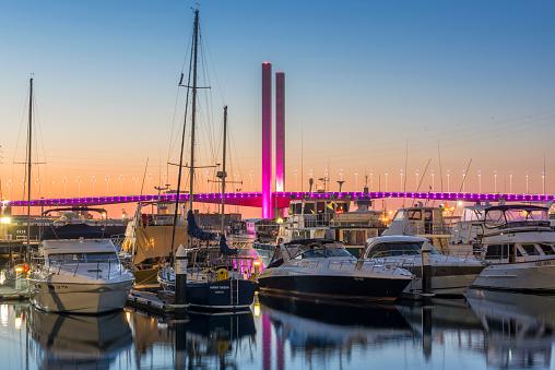 Melbourne Docklands「Boats in the Docklands Victoria Harbour and Bolte Bridge at sunset」:スマホ壁紙(18)