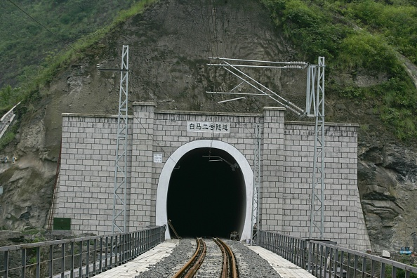 Chongqing「Building China's new railway between Chongqing and Huaihua. Aspects of the new railway between Wulong and Baima. August 2005.」:写真・画像(11)[壁紙.com]