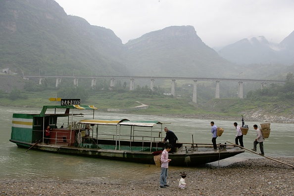 Finance and Economy「Building China's new railway between Chongqing and Huaihua. Viaduct with ferry. August 2005.」:写真・画像(13)[壁紙.com]