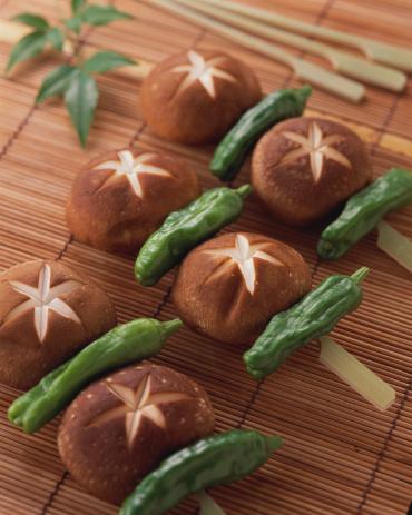 シイタケ「Uncooked shiitake mushroom」:スマホ壁紙(15)
