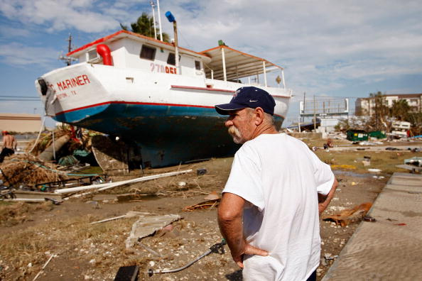 Hurricane Ike「Coastal Texas Faces Heavy Damage After Hurricane Ike」:写真・画像(3)[壁紙.com]