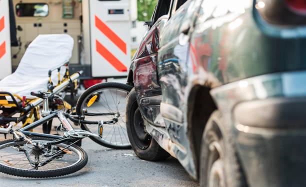 Accident Car Crash With Bicycle On Road:スマホ壁紙(壁紙.com)