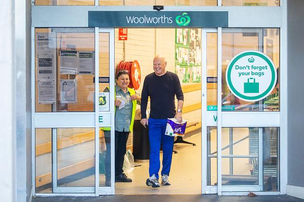 男「Supermarkets Introduce Special Shopping Hours For Elderly And Disadvantaged Amid Coronavirus Crisis」:写真・画像(15)[壁紙.com]