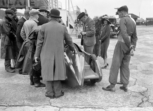 Effort「People examining Leon Cushman's Austin 7 racer at Brooklands for a speed record attempt, 1931」:写真・画像(6)[壁紙.com]