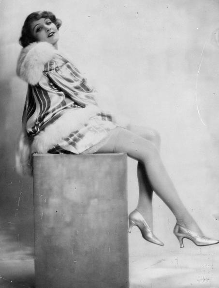 Marlene Dietrich「Sitting Marlene」:写真・画像(12)[壁紙.com]