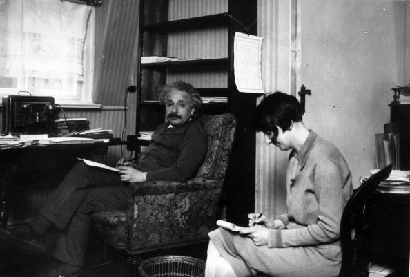 Writing「Einstein At Home」:写真・画像(7)[壁紙.com]
