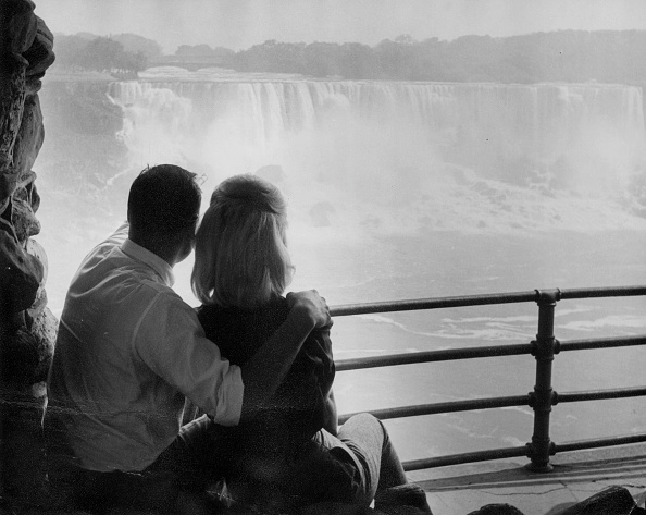 Helmut Kretz「Watching The Falls」:写真・画像(5)[壁紙.com]