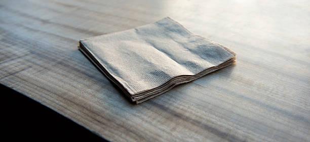 Paper napkins on a wooden table:スマホ壁紙(壁紙.com)