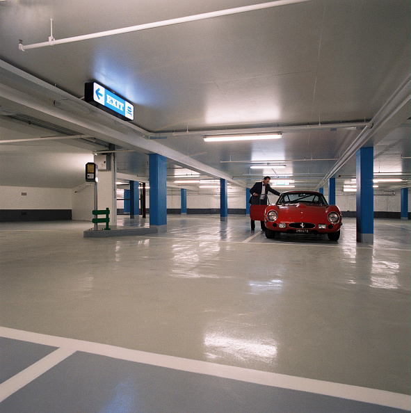 New「Underground car park」:写真・画像(2)[壁紙.com]