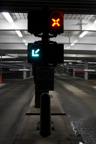 Dark「Underground car park」:写真・画像(19)[壁紙.com]