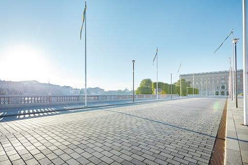Pole「Empty city road, Stockholm, Sweden」:スマホ壁紙(4)