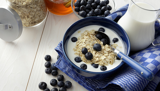 Granola「Breakfast: Granola with Blackberries Still Life」:スマホ壁紙(12)