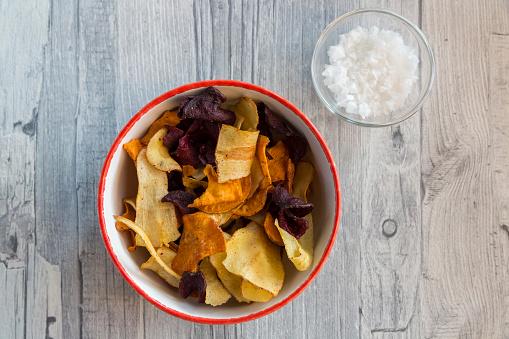 Bowl「Vegetable chips and pyramide salt in bowls」:スマホ壁紙(18)