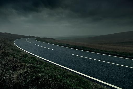 Dramatic Landscape「Curved road through stormy landscape」:スマホ壁紙(3)