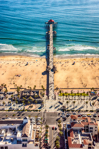 Crowd「Huntington Beach Pier From Above」:スマホ壁紙(2)