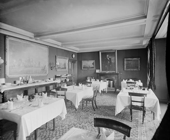 Dining Room「Rys Castle: Interior Of Dining Room」:写真・画像(2)[壁紙.com]