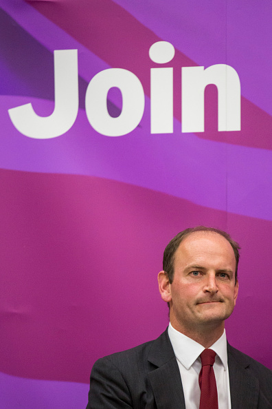Douglas Carswell「UKIP Leader Nigel Farage Attends A Public Meeting In Clacton-On-Sea」:写真・画像(4)[壁紙.com]