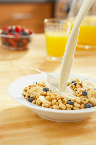 Pouring「Healthy bowl of cereal with milk pour」:スマホ壁紙(17)