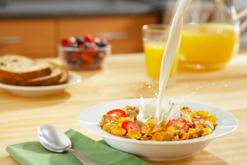 Juice - Drink「Healthy Bowl of Cereal with milk pour」:スマホ壁紙(1)